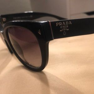 PRADA SUN GLASSES